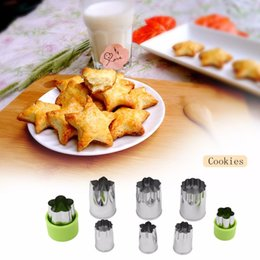 Discount stamp cutters - Stainless Steel Biscuit Stamp Mould 8 Piece Set Green Red Flower Shape Dimensional Cookies Mold Fondant Print Cookie Cutter