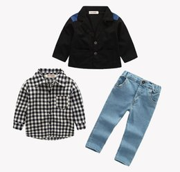 Bébé garçon costume 2018 automne nouveaux vêtements pour garçons ensembles veste + chemises + jeans 3pcs costumes denim vêtements à carreaux enfants manteau ? partir de fabricateur