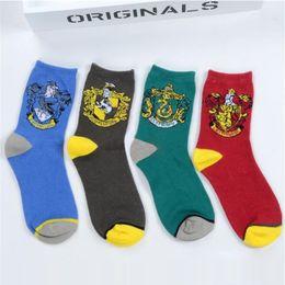 Harry Potter Hogwarts Unisex Socken Gryffindor Slytherin Ravenclaw Cosplay Kostüm Socken Magie Schule Gestreiftes Abzeichen Socken Weihnachtsgeschenk von Fabrikanten