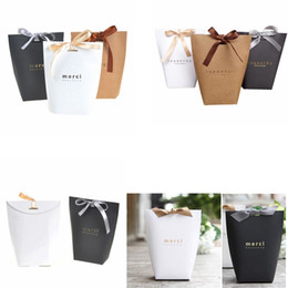Wholesale romantic french - Wedding Favors Candy Box French Thanks Merci Chocolate Gift Boxes Creative Romantic Gilding Folding Paper Bag Home Party Decor GGA460