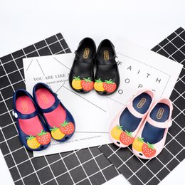 Wholesale Mini Fruit Rubber - MINI pineapple fruit Hole MELISSA hole summer jelly strawberry slippers Clogs Children's shoes Free shipping Blue Black Pink A8679