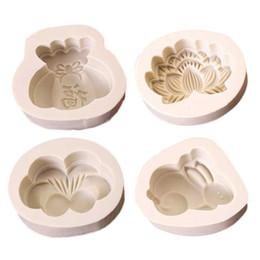 Stampo a forma di luna online-Farfalla del coniglio del fumetto di stile 4 Borsa fortunata Forma di loto Strumenti di cottura Silicone Moon Cake Mold Blessing DIY Moon Cake Mould