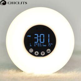 Оптово-будильник светодиодный свет с восхода моделирование цифровой LED-дисплей, будильник, FM-радио Ночной свет температура цвета RGB смарт лампы cheap lighted up alarm clock от Поставщики будильник включен