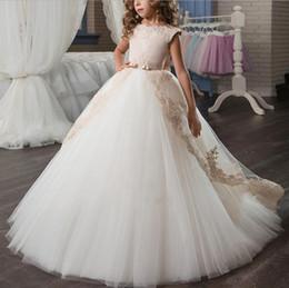 Primeira comunhão vestido chão comprimento on-line-Princesa 2019 apliques de tule menina pageant vestidos para crianças jóia do pescoço flor meninas vestido com arco faixa de comprimento do chão primeiro vestidos de comunhão