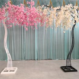Albero di pesca di pesca online-Cerimonia di nozze Cherry Tree Guide Prop Peach Blossom Tree Arched Shelf Stage Prop Garden Decoration 2.6m
