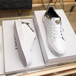 2019 importa dos 18ss Zapatos de hombre de moda Italia importó superior de cuero con hebilla de metal Forro de piel de oveja real Suela original Dos colores opcionales 38-4 rebajas importa dos