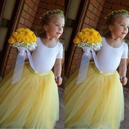 Gelbes juwel tüll kleid online-2019 schönen gelben Rock weiß Top Ballkleid Blumenmädchenkleider Tüllrock geschwollene süße Juwel Geburtstagskind Kommunion Festzug Kleid