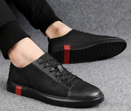Marca aparência verão nova tendência casual sapatos versão coreana de baixo-top de moda sapatos masculinos de couro, sapatos casuais, sapatos de caminhada G1.51 de