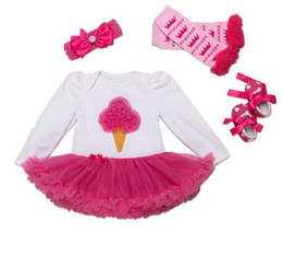 Argentina 2018 Nueva algodón de alta calidad bebé de manga larga falda vestido de una sola pieza niñas vestido de una pieza de hilo rojo rosa + diadema + calcetines + zapatos 4 sets cheap red baby girl dress shoes Suministro