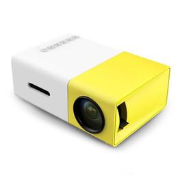 Projetores quentes on-line-Nova Hot YG300 LED Projetor Portátil 400-600LM 3.5mm de Áudio 320x240 Pixels YG-300 HDMI USB Mini Projetor Home Media Player Livre