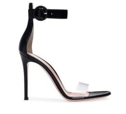2019 sandali sexy di notte Sandali estivi tondi con fibbia in PVC Sandali da donna estivi Open Toe Night Club Party Dress Pompe sexy Tacchi alti 10 cm sconti sandali sexy di notte