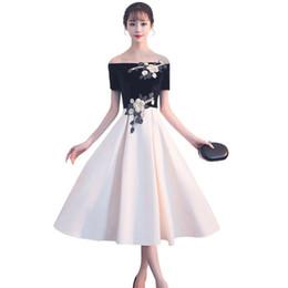 c63bf6977bb0 Ricamo Velvet Lace 2018 delle nuove donne eleganti abiti da sera brevi prom  dresses per la cerimonia della festa di laurea cerimonia di gala abiti fino  a02