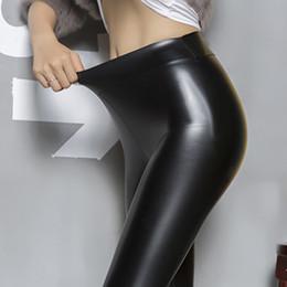 2020 lucido in pelle rossa 2017 nuove donne lavato lucido lucidi pantaloni in pelle pu grande elastico non pelle crepa sottili sottili leggings in pelle magro vino rosso sconti lucido in pelle rossa