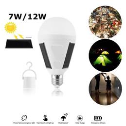 Lamparas solares para camping. online-7W 12W LED Lámpara de Luz de Energía Solar Lámpara LED Portátil Solar Panel de Energía Solar Luminaria Luz Solar Al Aire Libre Jardín Tienda