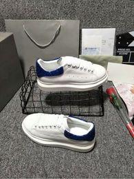 nuova moda per i pattini maschi Sconti New Designer Casual Shoes 2019 Fashion Luxury Men Low Cut Sneakers Mocassini Slip-on Ricamo Maschio Zapatos GG Scarpe xrx18071102