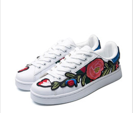 Wholesale large rose flower - New Rose Embroidery White shoes Men and women Large flowers Leisure Sports shoes