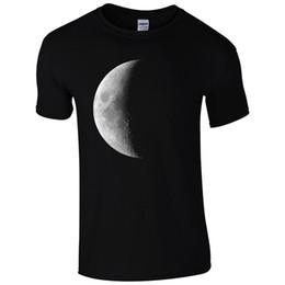 Полут-майки для мужчин онлайн-Half Moon T-Shirt-Full Galaxy Eclipse Stars Астрономия мода подарок мужская Top прохладный повседневная гордость футболка мужчины
