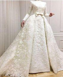 Lange schnürsenkel online-2019 muslimischen Abendkleider Boot-Ausschnitt mit langen Ärmeln Spitze appliziert Perlen Brautkleider mit Overskirts Hochzeiten Kleid