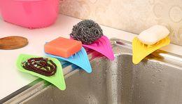Canada Porte-savon antidérapant Porte-éponge de rangement en forme de feuille pour évier simple en forme de feuille Offre