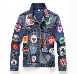 2017 invierno europeo patrón de estilo estadounidense mens badge denim jacket marca de lujo hombres prendas de vestir exteriores abrigos chaqueta de mezclilla azul desde fabricantes