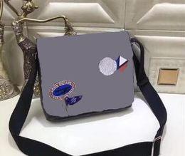 Wholesale brand packaging design - 2017 new quality men's leather brand classic brand business casual shoulder bag design package the best quality men's shoulder bag