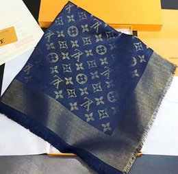 2019 grande soie Echarpe de luxe en soie filée fil d'or filaire écharpe en soie super douce et brillante marque écharpe de marque jacquard Big châle140cm * 140cm grande soie pas cher