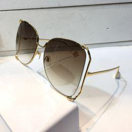 Wholesale Lunettes de soleil de luxe femmes marque designer populaire mode grand cadre creux style d été top qualité protection UV lentille viennent avec cas