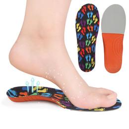 pisos de niñas pies Rebajas Diseño de la huella de colores zapato de los niños zapato de niño y niña pie plano valgus pie soporte del arco almohadillas llenas transpirable sudor absorbente plantilla del bebé