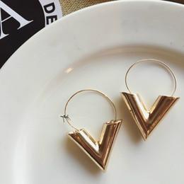 2019 ouro preto brincos de contas brincos 2018 Venda Quente Nova Tendência Da Moda Brincos Brincos Oorbellen Simples Carta de Sopro De Metal V Forma Brincos Para As Mulheres Presente