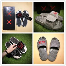 2018 KAWS de alta calidad x Cool Grey XX Sandalias Hydro 4 IV Zapatillas Light Night Zapatillas Black Red White 4s Zapatillas Slides deportivas ocasionales 40-46 desde fabricantes