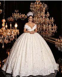 elástico de cetim vestido de bola vestidos de noiva Desconto Vestidos de casamento de luxo Arabian Design querida tampado manga Lace vestido de baile Vestidos De Novias