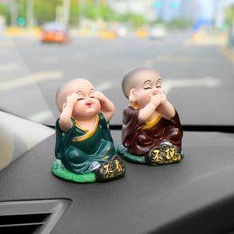 Canada Petit Bouddha Statue Moines Figurines Artisanat Voiture Ornements Belle Moines poupées Automobiles Intérieur Tableau De Bord Décoration cadeau cheap statues ornaments Offre