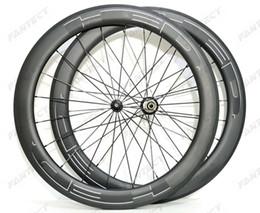 700C 60 mm de profundidad Ruedas de carbono de carretera Anchura de 25 mm Bicicleta de carretera / Juego de ruedas de carbono tubular Llanta en forma de U Llanura UD Acabado blanco HED Calcomanías negras desde fabricantes