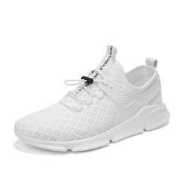 Zapatillas de malla de colores online-Los hombres de moda los zapatos casuales de primavera el aire respirable luz de malla de encaje hasta zapatillas de deporte de Pisos amante de los pares de colores a pie calzado para correr para hombre