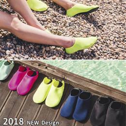 2020 zapatos descalzos para mujer Niños, mujeres y hombres Calzado clásico Deportes acuáticos descalzos Calcetines de agua para nadar en la playa Ejercicio de yoga 2018 bueno zapatos descalzos para mujer baratos