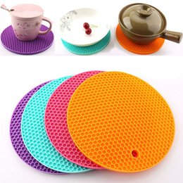 Wholesale Bees Tools - New Food Grade Silicone Meal Pads Non-slip Heat Resistant Mat Thicken Bee House Shape Anti Scalding Coasters Home Kitchen Tool WX9-267