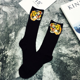 Wholesale hand knitting socks - Susnnlpnn Embroidery Socks For Women Winter Retro embroidery tigers Hand- Made Autumn Socks long Cotton Socks New Arrived Fashion
