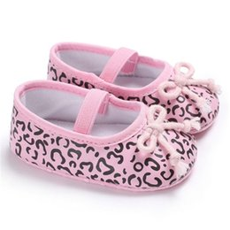 6c77b9a348532 Bebé recién nacido Zapatos lindos de las niñas Leopardo Lentejuela Suela  blanda infantil First Walker Cotton First Walkers Shoes