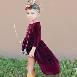 vestido de cola de milano de las muchachas Rebajas Bebé vestido de terciopelo dorado INS chicas High-low swath tail Princesa vestidos 2018 moda Niños Ropa Boutique niñas Dovetail Ball vestido C3454