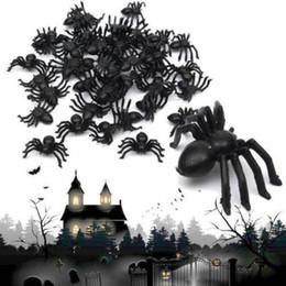 50X NEW Plastic Black Spider Trucco Giocattolo Party Halloween Haunted House Prop Decor Puntelli di Halloween ragno Divertente Giocattolo Per Halloween Party Decor da bastone di farfalla rosa fornitori