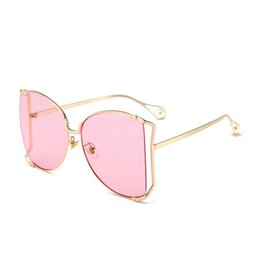Wholesale Pearl Shade - Metal frame pearl decoration 2018 fashion oversized women sunglasses cat eye clear pink shades hollow big retro sunglasses