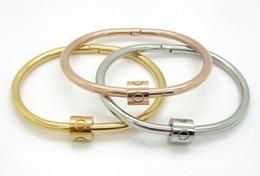 Europe et États-Unis 18K étoiles de charge de transfert avec bracelet couple amour torsion modèle anneau éternel femelle ? partir de fabricateur