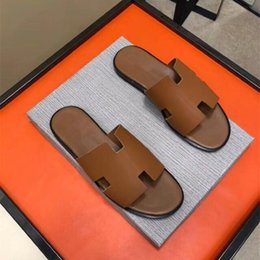 Wholesale hotels c - Luxury brand Summer men's shoes fashion trend beach slippers high quality genuine leather outdoor men casual flat scuffs