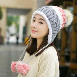 2018 nuevo estilo moderno cálido Beanie sombrero de punto de invierno y  otoño mujer Earflap Cálido gorra Ropa Accesorios toboganes skullies 5dd2794a885