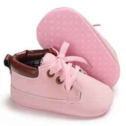 Cordón de zapato mágico online-Zapatos de bebé clásicos de cuero de la PU suela suave antideslizante cinta mágica con cordones de primavera otoño prewalker corazón mejores regalos para niños niñas