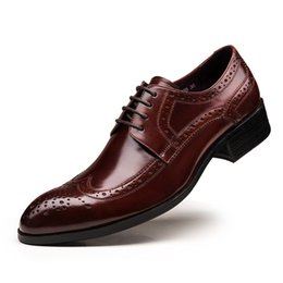 Wholesale Vintage Brogues - British Style Brogue Men Shoes Cow leather Vintage Style Carved Lace Formal Business Shoes