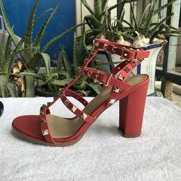 chunky weiße sandale plattform Rabatt neue 2018 neue europäische frauen nieten sandalen mit 9,5 cm hohen nieten mode sandalen 6 farbe größen 35-41