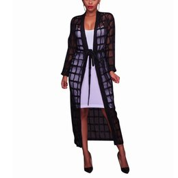 Casacos elegantes verão mulheres on-line-2018 Verão Xadrez Preta Longo Malha Trench Coat Mulheres Casuais Maxi Praia Ver Através Elegante Robe Casaco Feminino
