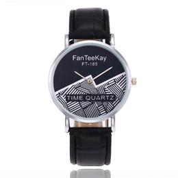 2020 ремешок для часов из унисекса Unisex Watches Fashion Leather Strap Wristwatch Irregular Double-colored Quartz Watch Men Women Casual Clock Relogios Montre скидка ремешок для часов из унисекса