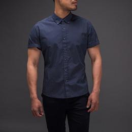 2019 tamaños de vestir estándar Nuevo Easy Care Slim Fit Polka Dot 100% algodón Camisa casual para hombre Camisa de vestir social Camisa de manga corta Cuello redondo Tamaño estándar de EE. tamaños de vestir estándar baratos
